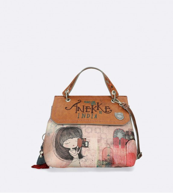 TOTE BAG WITH A RETRO AIR TO IT